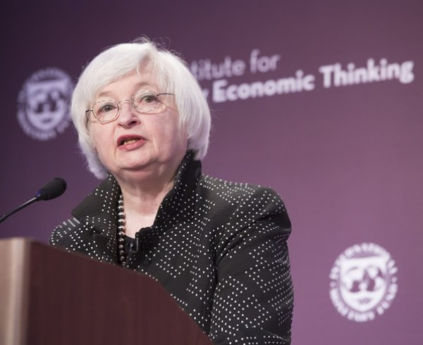 Economists: Low Interest Rates Will Linger Longer